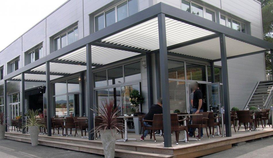 Fermeture pergola bioclimatique - Bache terrasse restaurant ...
