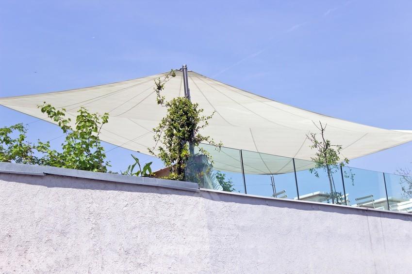 Toit terrasse avec protection par voile d