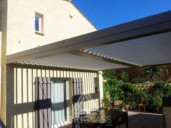 Aménagement de terrasse avec pergola bioclimatique à lames orientables motorisées sur Allauch