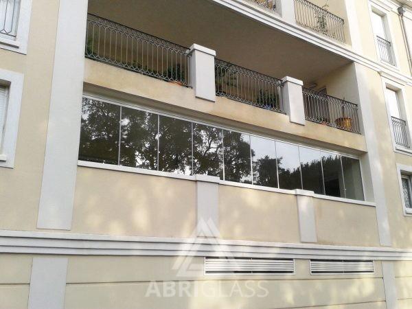 Rideau de verre sur un balcon à La Londes les Maures (83250)