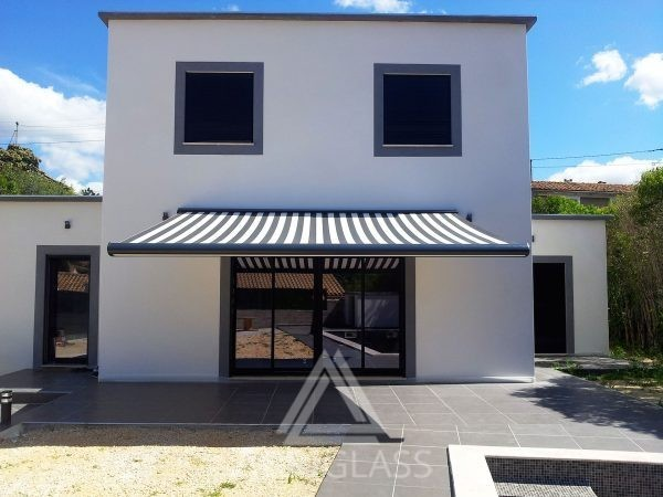Store coffre ouvert pour protéger du sloeil une terrasse de particulier dans les Bouches du Rhône 13