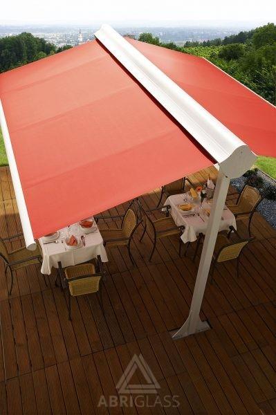 Store double pente pour protection solaire de terrasse CHR
