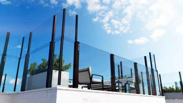 Paravent automatique escamotable sur terrasse avec vue ciel