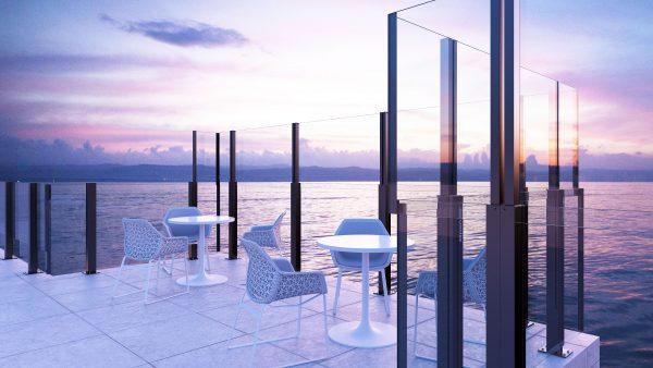 Paravent automatique OpenAir sur une terrasse en bord de mer