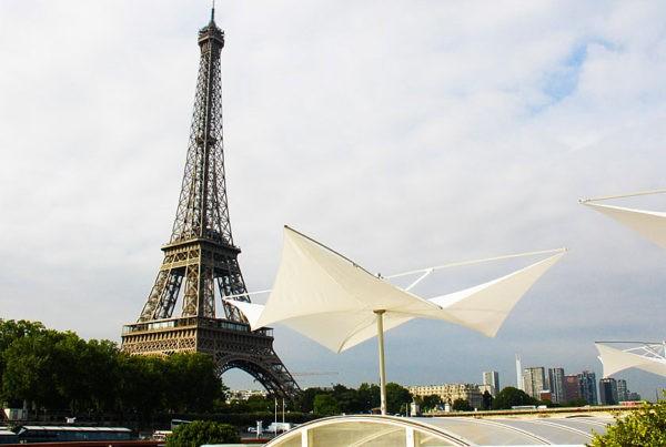 Parasol Structurelab à Paris au pied de la tout Eiffel