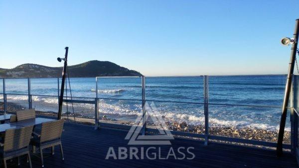 Paravents sur terrasse en bord de mer (les Lecques)