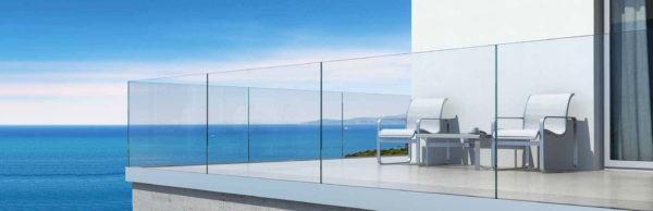 Protection de balcon en étage par garde corps en verre trempé feuilleté