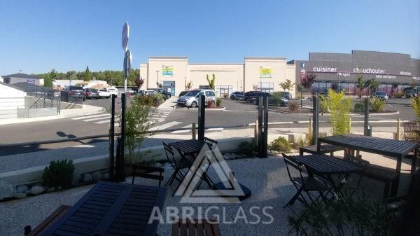 GLASS WALL dans la zone commerciale de PLAN DE CAMPAGNE
