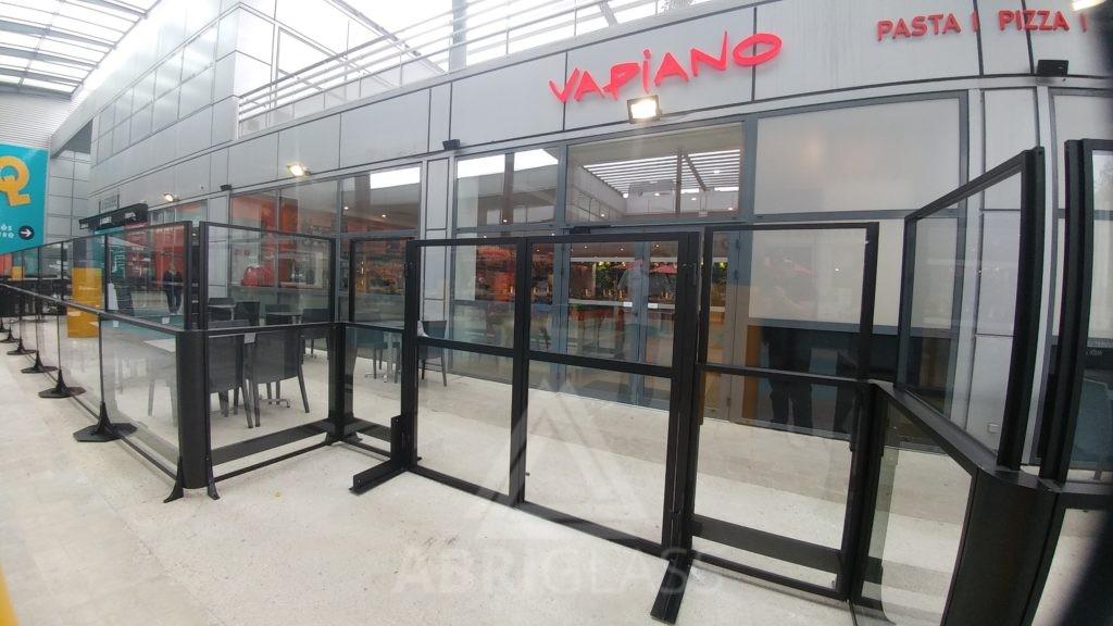paravent t lescopique en verre pour terrasse de restaurant. Black Bedroom Furniture Sets. Home Design Ideas