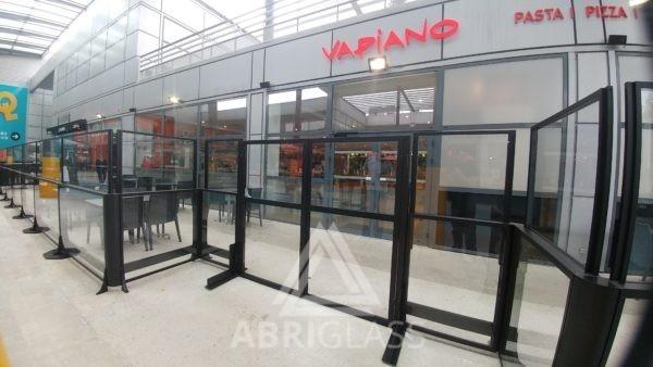 Porte d'accès pour paravent télescopique extérieur