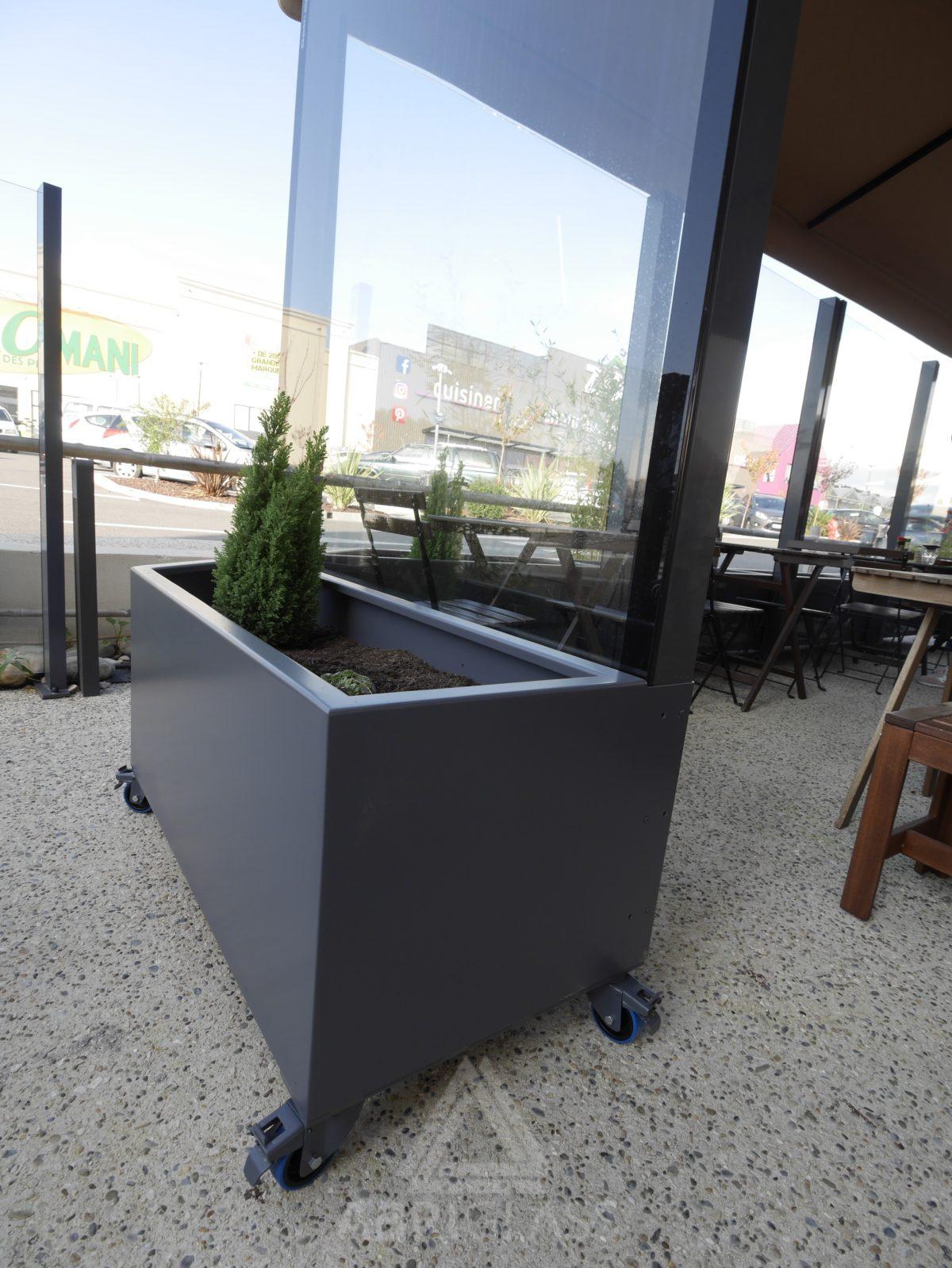 Glass wall et bac jardinière à Plan de Campagne