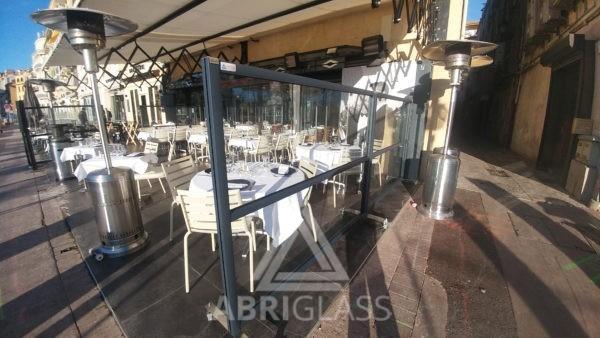 Paravent sur terrasse de restaurant à Cannes
