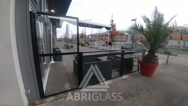 Porte pour paravent de terrasse restaurant